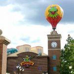 マペットビジョン3Dの気球モニュメント、撤去へ